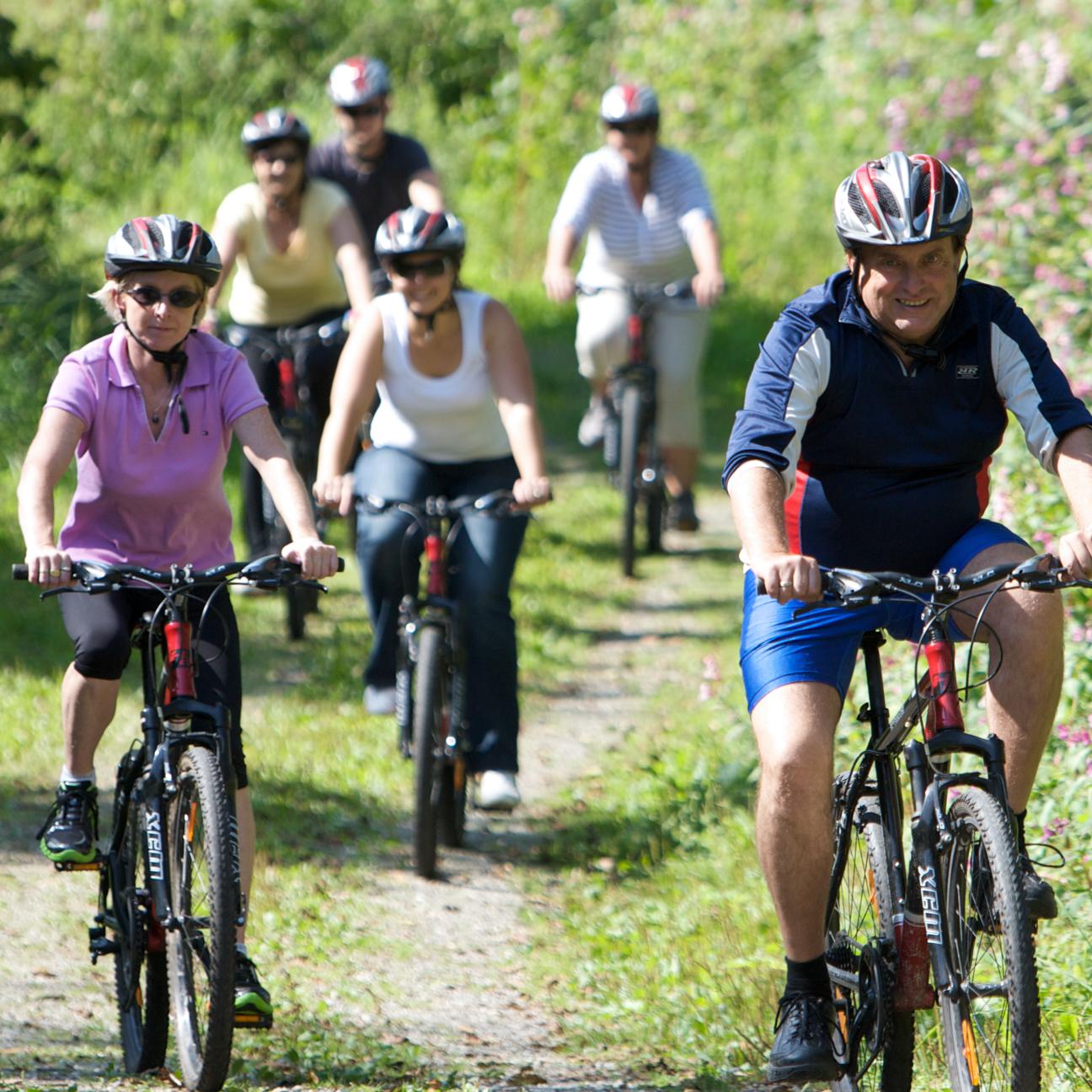 Fahrradfahrergruppe unterwegs