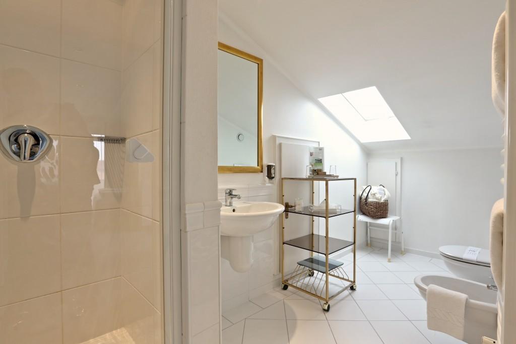 Doppelzimmer Deluxe Einblick Bad