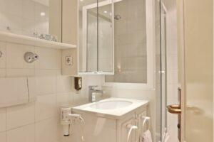Doppelzimmer Komfort Sonnenblick Badezimmer