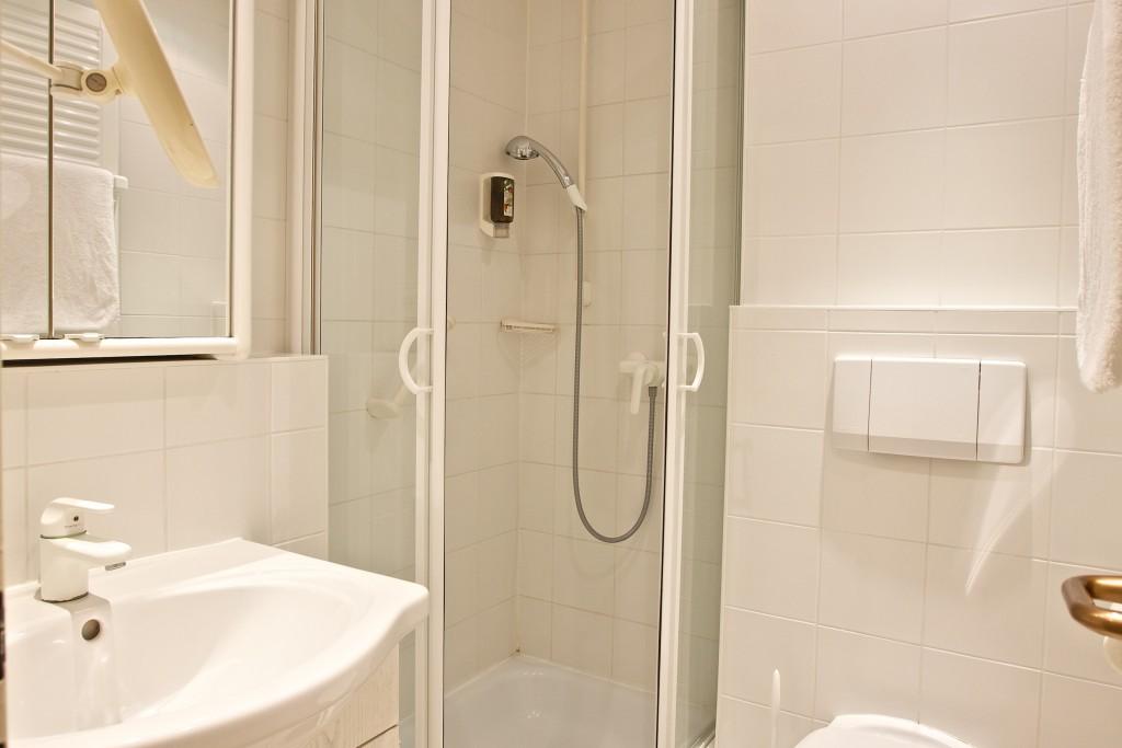 Einzelzimmer Badezimmer Hotel Mürz