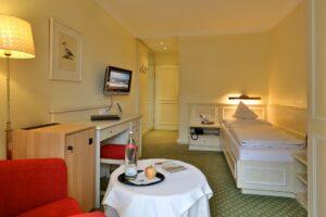 Einzelzimmer Gartenblick Einrichtung Hotel Mürz