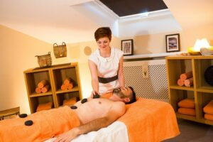 Hot Stone Behandlung im Hotel Mürz
