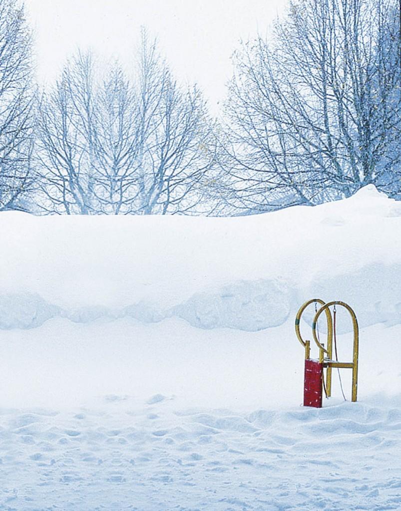 Schlitten im Schnee in Bayern